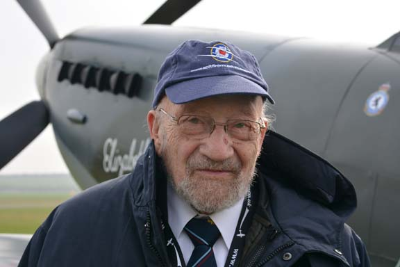 Gerry Abrahams WW2 Lancaster pilot. Photo courtesy of Ady Shaw.